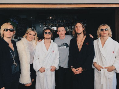 Interview when harry met r5 pop scoop music news r5 returned to the uk this month with a headline tour their first uk shows since 2013 and i was lucky enough to meet with the pop rock quintet during their m4hsunfo